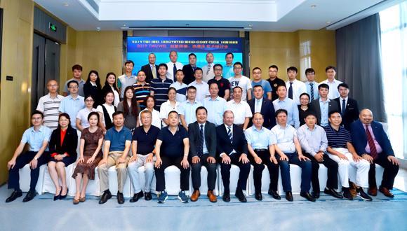 来自十几个国内外大型企业、科研机构的近五十名专家学者参加了研讨会