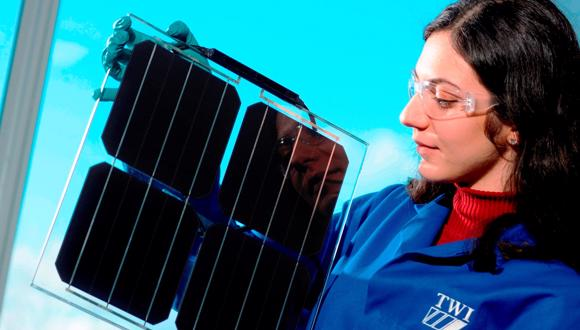 Four photovoltaic cells to which the SolarSharc® coating has been applied
