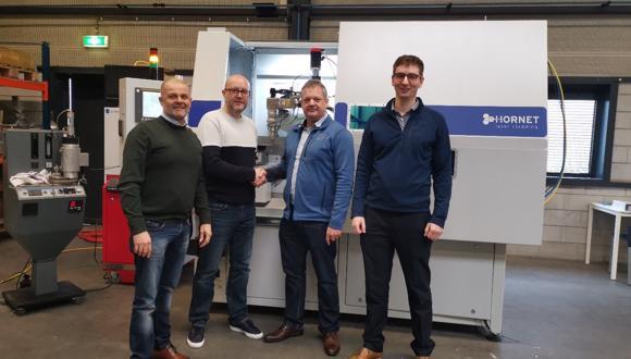 照片拍摄于荷兰Hornet Laser Cladding BV公司。从左至右:Frank Rijsdijk(Hornet公司CEO);Jamie Holt (Hornet公司商务开发主管); Carl Hauser (TWI部门经理)以及 Josh Barras (TWI高级工程师)。